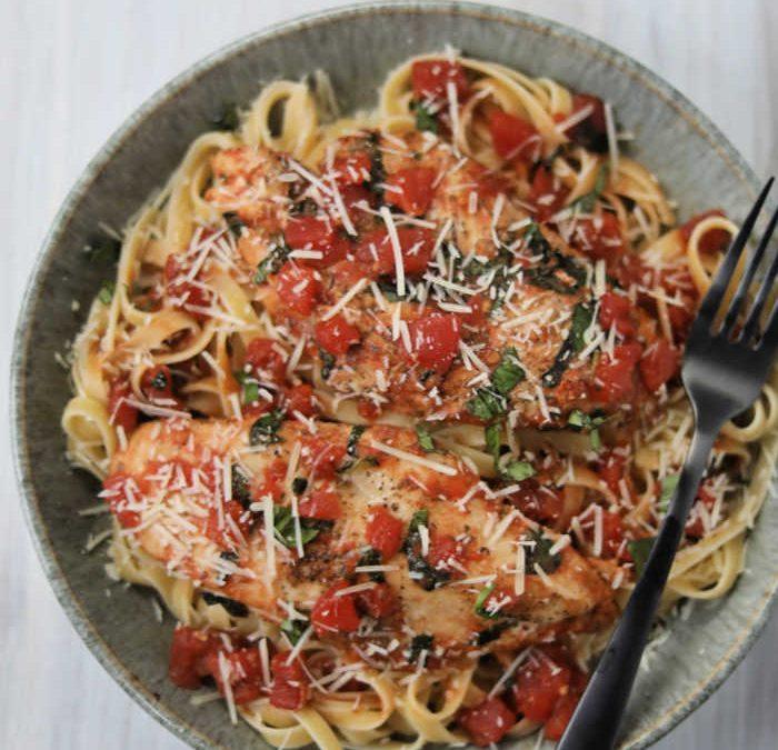 Crock Pot Basil & Tomato Chicken Fettuccine